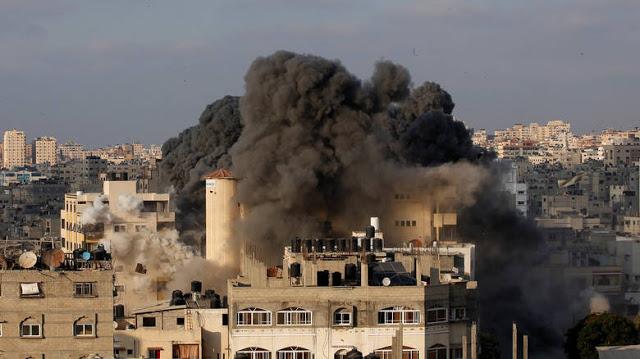 Αεροπορικά πλήγματα της ισραηλινής πολεμικής αεροπορίας εναντίον της Γάζας μετά τη ρίψη ρουκέτας