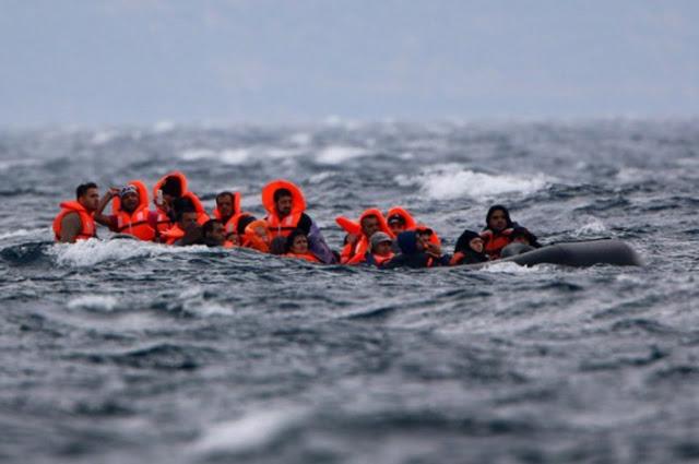 55 σοροί ανασύρθηκαν από το ναυάγιο πλοίου που μετέφερε μετανάστες και πρόσφυγες