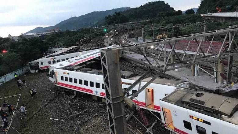 Ταϊβάν: Τουλάχιστον 18 νεκροί και 160 τραυματίες από εκτροχιασμό τρένου