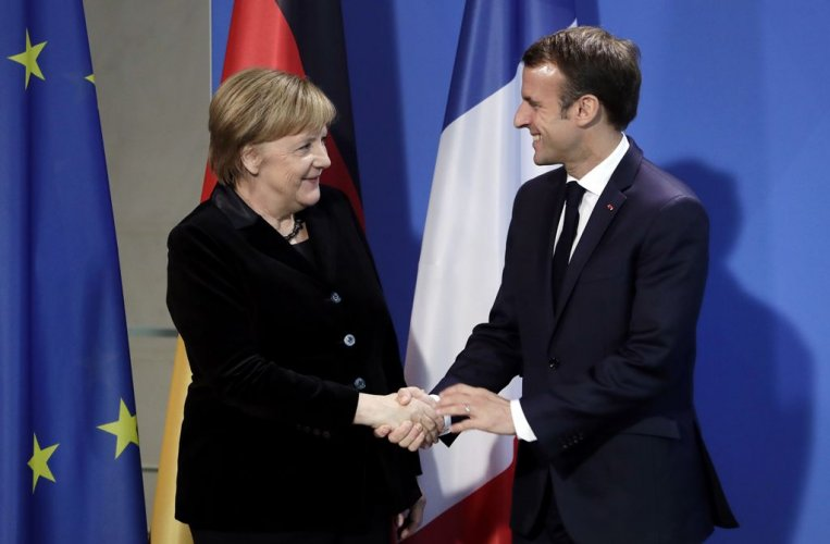 Ο πρόεδρος Μακρόν θα στήριζε την καγκελάριο Μέρκελ αν εκείνη διεκδικούσε την προεδρία της Κομισιόν
