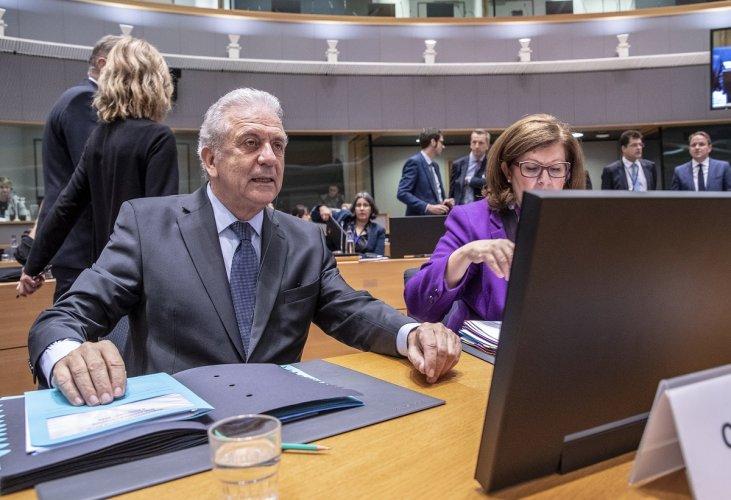 Δ. Αβραμόπουλος: Nα τερματιστούν oι έλεγχοι στα σύνορα των κρατών που ανήκουν στον χώρο Σένγκεν