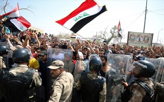 Ιράκ: Πραγματικές σφαίρες και δακρυγόνα εναντίον διαδηλωτών στη Βασόρα