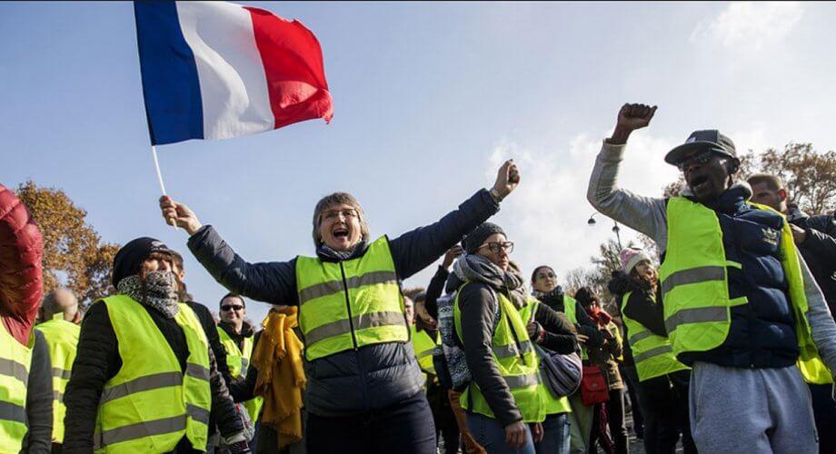 Κάλεσμα σε διαδήλωση το Σάββατο για τα «κίτρινα γιλέκα» της Βρετανίας