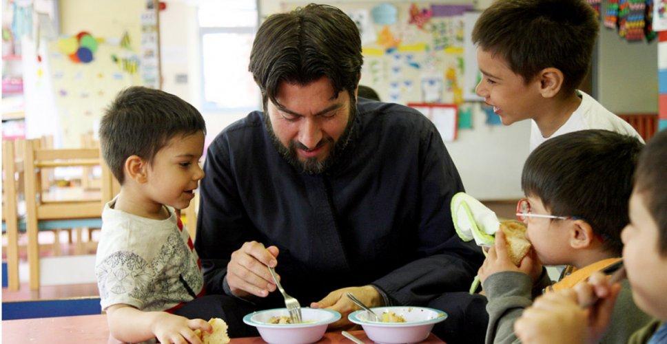 Το «κοριτσάκι με τα σπίρτα» και ο «πατέρας» των παιδιών, Αντώνιος