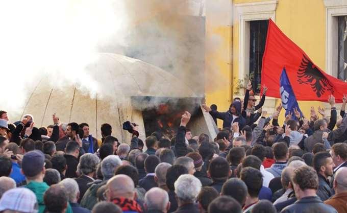 Αλβανία: Νέα διαδήλωση της αντιπολίτευσης έξω από τη Βουλή