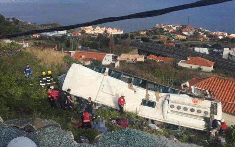 Πορτογαλία: Στους 28 οι νεκροί από ανατροπή τουριστικού λεωφορείου