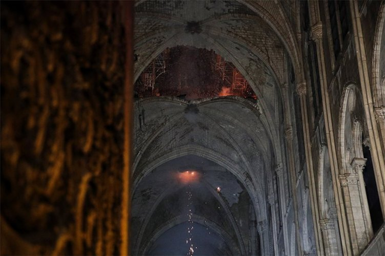 Τα μεγάλα έργα ζωγραφικής της Παναγίας των Παρισίων θα μεταφερθούν στο Λούβρο