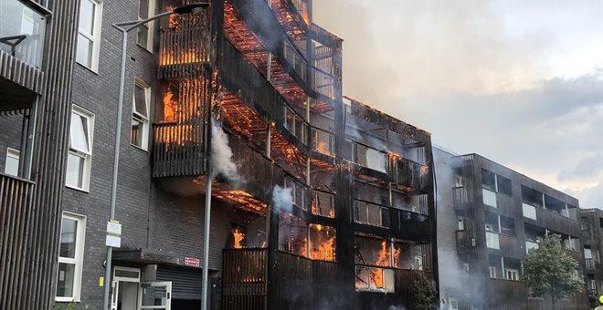 Πυρκαγιά σε πολυκατοικία στο ανατολικό Λονδίνο