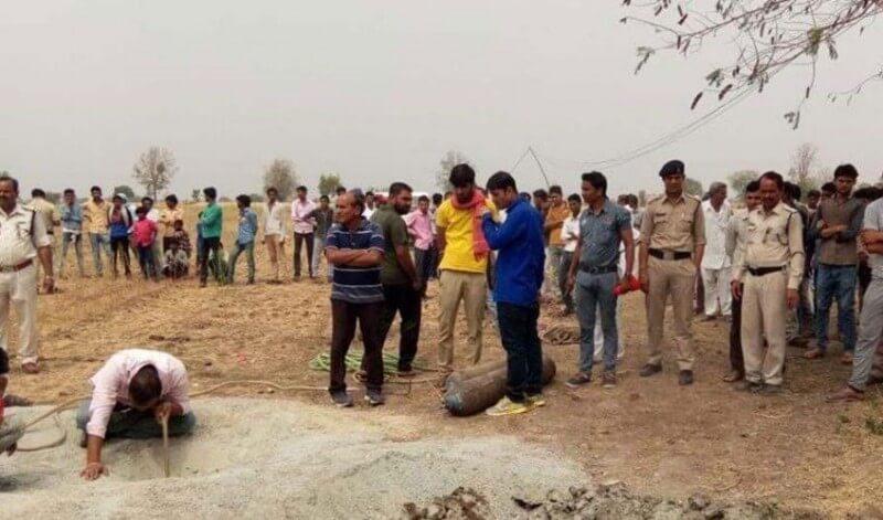 Ινδία: Νεκρό ανασύρθηκε αγοράκι που είχε πέσει σε πηγάδι