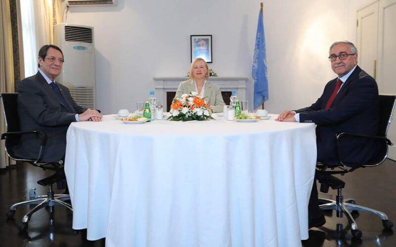 Ολοκληρώθηκε η συνάντηση του Προέδρου Αναστασιάδη με τον τουρκοκύπριο ηγέτη