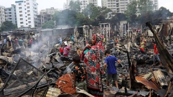 Τουλάχιστον 10.000 άστεγοι από πυρκαγιά σε παραγκούπολη του Μπανγκλαντές