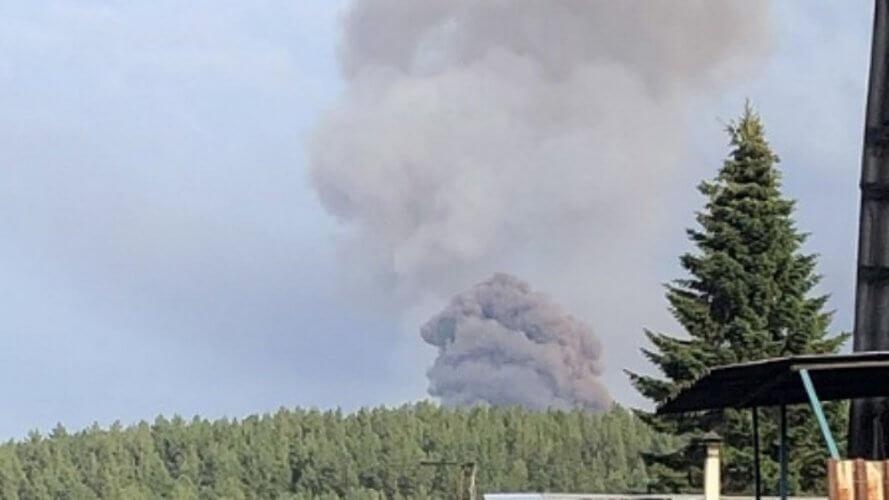 Εκρήξεις και πυρκαγιά σε αποθήκες πυρομαχικών στην Σιβηρία – Ένας νεκρός και επτά τραυματίες