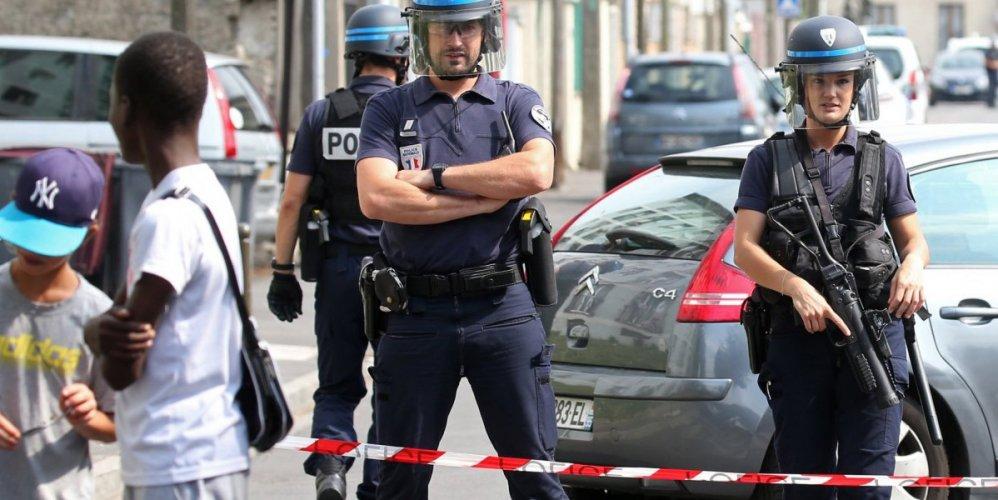 Ένας νεκρός και έξι τραυματίες από επίθεση στην Βιλερμπάν της Γαλλίας