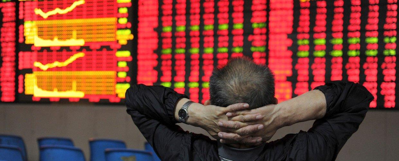 Μνήμες «κόκκινου Οκτώβρη» στις αγορές με μαζικό sell-off στα χρηματιστήρια