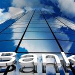 Οι επιπτώσεις στις τράπεζες από μια μείωση επιτοκίων