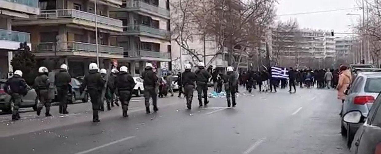 Αντιπαράθεση αστυνομίας και διαδηλωτών ενάντια στο «lockdown» στην παραλία της Θεσσαλονίκης