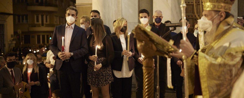 Στον Ι.Ν. Αγίου Διονυσίου Αεροπαγίτου έκανε Ανάσταση ο πρωθυπουργός (pics)