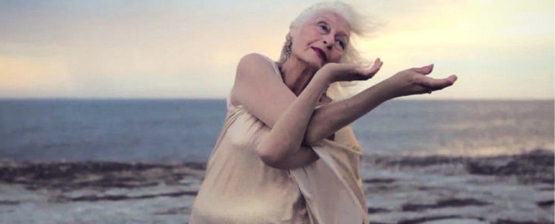 Η χορεύτρια ηλικίας 106 ετών πουαψηφά τα γηρατειά