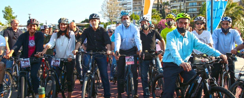 Ποδηλατοβόλτα στον Πειραιά δίπλα στη θάλασσα- Μαζική συμμετοχή του κόσμου