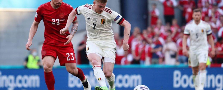 Ο Ντε Μπρόινε έστειλε το Βέλγιο στην επόμενη φάση, 2-1 τη Δανία με ανατροπή