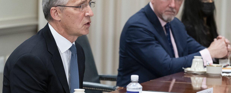 ΗΠΑ: Η μεταβαλλόμενη διεθνής ισορροπία δυνάμεων στη συνάντηση Στόλτενμπεργκ – Όστιν