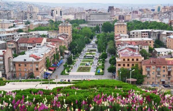 ΕΕ και Αρμενία καλούνται να βρουν διαύλους συνεννόησης.