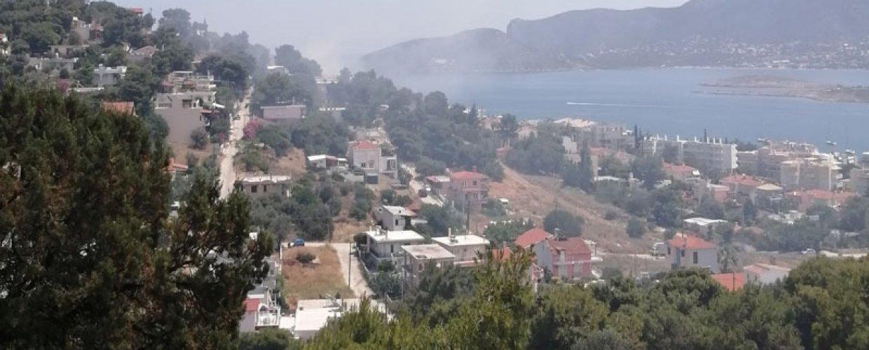 Πόρτο Ράφτη: Φωτιά δίπλα σε σπίτια- Η πυρκαγιά ξεκίνησε σε ακαθάριστο οικόπεδο