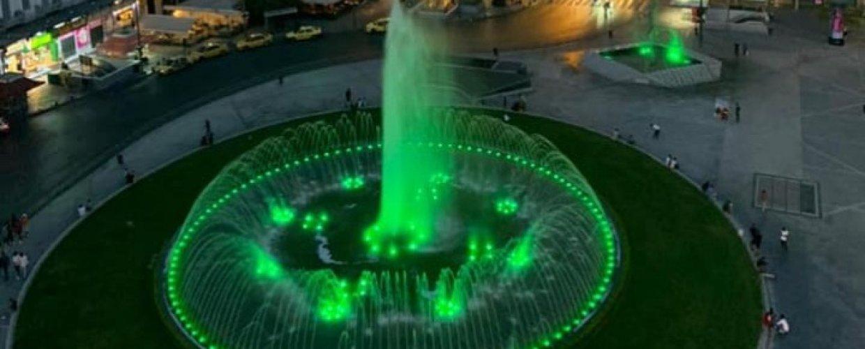 """Μπακογιάννης: """"Έντυσε"""" στα πράσινα την Ομόνοια τιμώντας τον ΠΑΟ του Γουέμπλεϊ"""