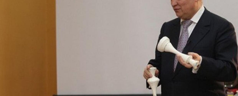 Στη Σαλαμίνα ο θρύλος του σκακιού Ανατόλι Καρπόφ (video)
